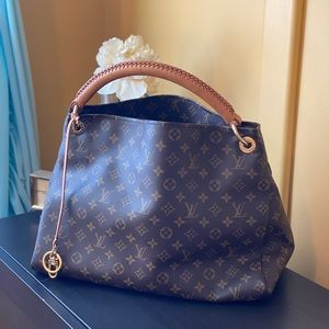 Louis Vuitton Artsy MM Monogram Shoulder Bag